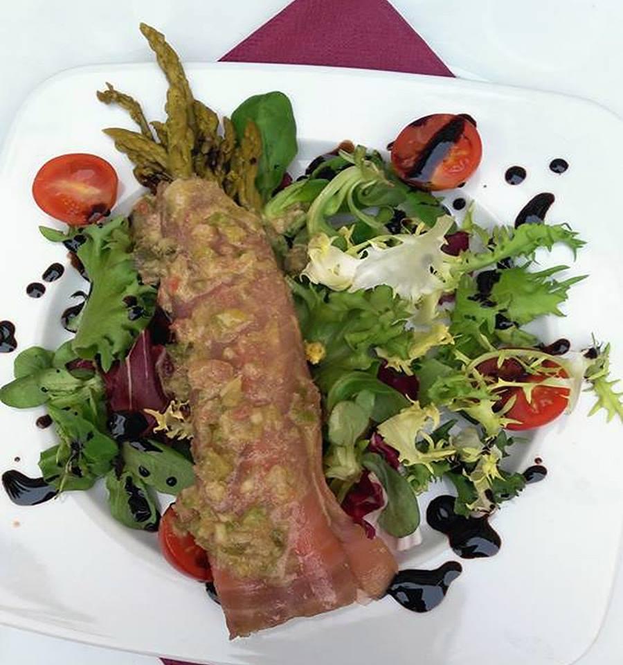 Gavillas de trigueros con salmón y vinagreta de mostaza